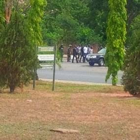 Heavy Gun fire rocks SSS headquarters in Abuja | Jailbreak attempt