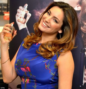 """Kelly Brook Epitomizes Lady-like Elegance In A Cobalt Floral Dress As She Launches New Perfume
