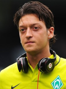 Arsenal FC: Mesut Ozil will be out of football actions for up to six weeks due to hamstring injury