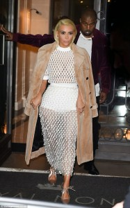 Photo : Kim Kardarshian Steps Out In Another See Through Dress