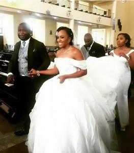 Photos : Onyinye Onwugbenu CEO Of MUD Cosmetics & Bosah Chukwuogo's White Wedding