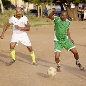 Photo : Ik Ogbonna & Nkem Owoh Show Off Football Skills