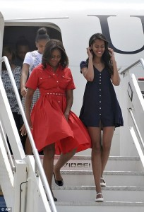 Photos : Michelle Obama And Her Girls Stun As They Meet US soldiers In Venice