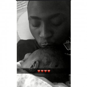 Adorable Photo : Davido Share Selfie With His Daughter