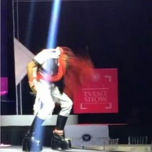 Photos / Video : Denrele Edun Falls Off Stage at Port Harcourt Show