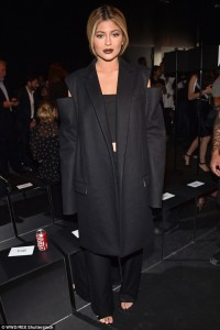 Photos : Checkout Kylie Jenner's Outfit To Vera Wang's NYFW Show
