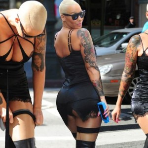 Photos : Amber Rose Steps Out In Revealing Outfit For Her Slut Walk