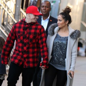 Photos : The Look of Love Between Jennifer Lopez and Casper Smart As They Step Out