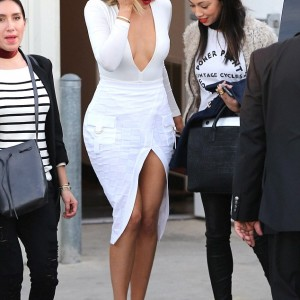 Photos : Khloe Kardashian Shows Off Curves In Plunging White Outfit