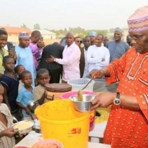 Photos: Atiku Serves Food To Children In Yola, Adamawa State
