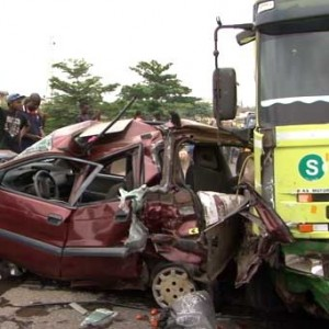 Petrol Tanker Crushes 3 Vehicles In Fatal Accident On Lagos Ibadan Expressway, 19 Escape Death