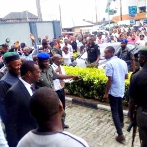 Senator Akpabio Mobbed by Crowd Outside a Bank in Akwa Ibom (Photos)