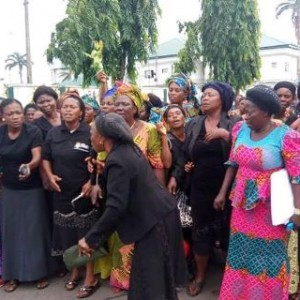 PHOTOS: Abia Women Protest Removal Of Ikpeazu As State Governor