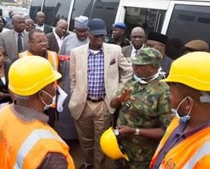 Photos: Fashola Visits Site Of Collapsed Building In Abuja
