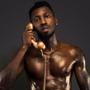 Singer Orezi Poses Nude In New Photo
