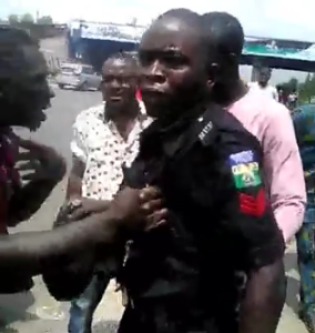 Video: Policeman attacked after being accused of pushing man to his death in Lagos