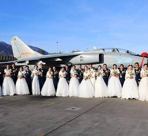 Chinese Soldiers Collective Wed In Style (Photos)