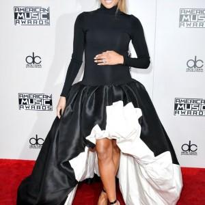 Ciara Flaunts Growing Baby Bump At The AMAs | Photos