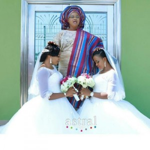 Beautiful Nigerian twin sisters get married on the same day (photos)