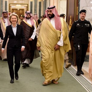 German minister refuses to wear a hijab during visit to Saudi Arabia