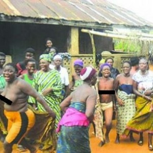 Anambra Women Protest N*ked Over Presence of Herdsmen in Community