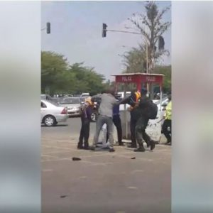 Nigerian Policemen Engaged in Public Fight in Abuja (Photos)