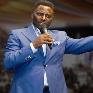 Popular Nigerian Pastor Caught on Tape 'Begging' Church Members to Make Dollar Donations According to Their Years on Earth (Video)