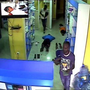 Robbers break into a pharmacy in Idimu, Lagos (photos)