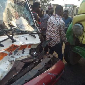 Passengers Escape Death in Anambra as Their Bus Rams into a Truck