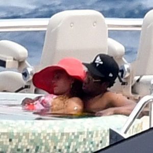 Photos: Jay-z And Beyonce A Relaxing Afternoon On A Luxury Yacht